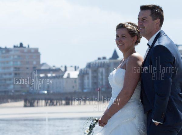 couple saint malo mariée mariage robe ville plage sillon photographie